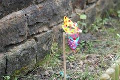Moulin à vent de point de polka dans le jardin Photographie stock