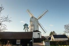 Moulin à vent de vert de Saxtead Photographie stock libre de droits