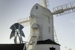 Moulin à vent de vert de Saxtead Images stock