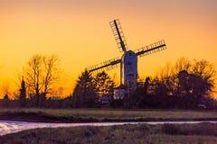 Moulin à vent de vert de Saxtead au crépuscule Photos stock