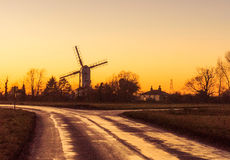 Moulin à vent de vert de Saxtead au crépuscule Photo libre de droits