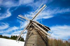 Moulin à vent en bois image stock