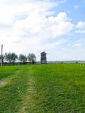 Moulin à vent en bois sur Sorochyn juste photos libres de droits