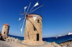 Moulin à vent en pierre sur l'île de Rhodes Photographie stock libre de droits