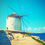 Moulin à vent grec traditionnel dans Mykonos photos libres de droits