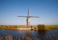 Moulin à vent hollandais traditionnel photos stock