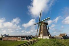 Moulin à vent hollandais traditionnel Photo stock