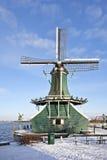 Moulin à vent hollandais traditionnel en Hollandes Photographie stock