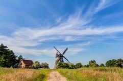 Moulin à vent hollandais type images stock