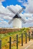 Moulin à vent à la La Mancha de Consuegra Castille de monticules images libres de droits