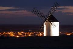 Moulin à vent la nuit Photographie stock libre de droits