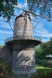 Moulin à vent médiéval de Zons avec le ciel bleu Image stock