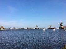 Moulin à vent néerlandais aux Pays-Bas image stock