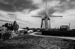 Moulin à vent néerlandais noir et blanc Photo stock