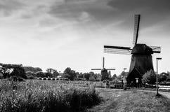 Moulin à vent néerlandais noir et blanc Image stock