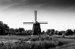Moulin à vent néerlandais noir et blanc Photo libre de droits