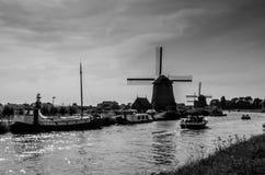 Moulin à vent néerlandais noir et blanc Images libres de droits