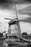 Moulin à vent néerlandais noir et blanc Images stock