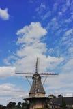 Moulin à vent néerlandais typique de farine près de Veldhoven, le Brabant-Septentrional Photos libres de droits