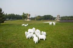 Moulin à vent, pelouse, mouton de bande dessinée Image stock