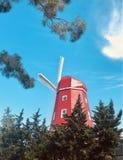 Moulin à vent rouge images stock