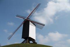 Moulin à vent sur la colline Image stock