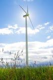 Moulin à vent sur un pré - paysage de Masurian photo libre de droits