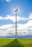 Moulin à vent sur un pré - paysage de Masurian image libre de droits