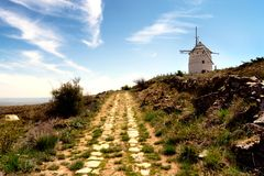 Moulin à vent sur une colline en Espagne Teruel, Photographie stock libre de droits