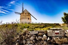 Moulin à vent sur une colline en Espagne Teruel, Images stock