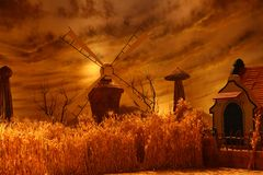 Moulin à vent tournant pour l'eau de pompage Photographie stock