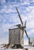 Moulin à vent traditionnel en hiver Images libres de droits