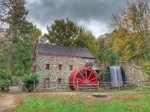 Moulin de blé à moudre d'auberge de bord de la route image stock