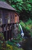 Moulin de blé à moudre de crique de cèdre image stock