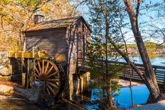Moulin de blé à moudre en parc en pierre de montagne, Etats-Unis Images libres de droits
