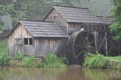 Moulin de Mabry sur la fin bleue de Ridge vers le haut Photographie stock libre de droits