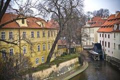 Moulin de Waterwheel dans le canal Photos stock