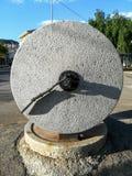 Moulin en pierre antique pour faire l'huile d'olive photos stock