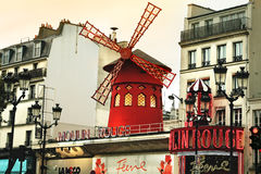 Moulin ulicy i szminki widok w Paryż Fotografia Royalty Free
