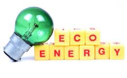 moulin à vent blanc d'isolement par énergie d'eco Photos libres de droits
