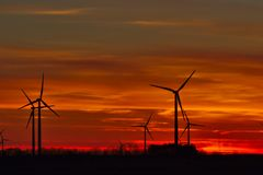 Moulins à vent au lever de soleil Image libre de droits