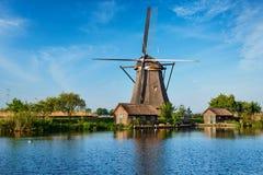 Moulins à vent chez Kinderdijk en Hollande netherlands Photos stock