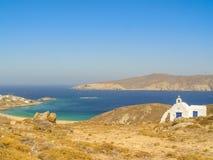 Moulins à vent décoratifs dans Chora, Mykonos avec le Grec traditionnel AR Photo stock