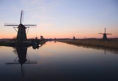 Moulins à vent dans Kinderdijk Photographie stock libre de droits
