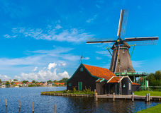 Moulins à vent dans Zaanse Schans, Hollande, Pays-Bas Photo libre de droits