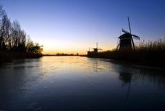 moulins à vent de lever de soleil image libre de droits