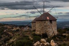Moulins à vent de Serra da Atalhada, Penacova, Portugal Photo libre de droits