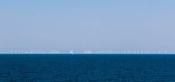 Moulins à vent en mer Image libre de droits