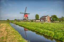 Moulins à vent et canal de l'eau Kinderdijk, en Hollande ou aux Pays-Bas Site de patrimoine mondial de l'UNESCO l'europe HDR photo libre de droits