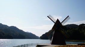 Moulins à vent et ciel bleu Photographie stock libre de droits